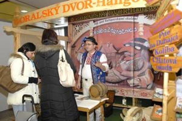 Ladislav Simoník. Goralským krojom vyčaril úsmevy na tvárach návštevníkov.