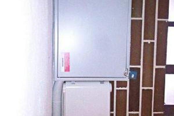 Nová skrinka na Berlínskej 10. Firma: Zariadenia teraz montujeme takto. Jarkovský: Pracovníkov Antiku treba kontrolovať.