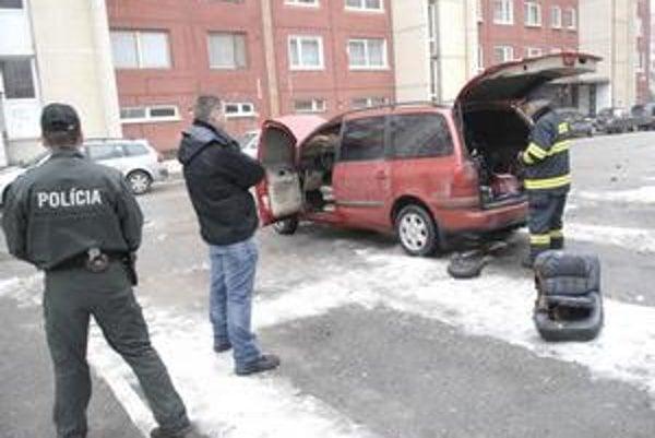 Tesne po požiari. Majiteľ sa čudoval. Štyri hodiny predtým auto odstavil.