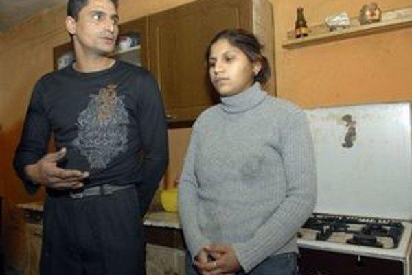 Rodičia odloženej Melisy. Jej 25-ročná mama čelí obvineniu z odloženia dieťaťa.