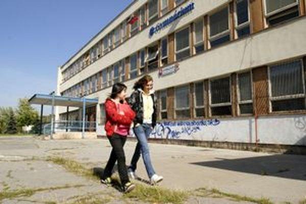 Gymnázium na Exnárovej ulici v Košiciach patrí k tým, ktoré poslanci vyradili zo siete krajských škôl.