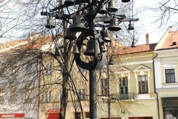 Zvonkohra na Hlavnej ulici.