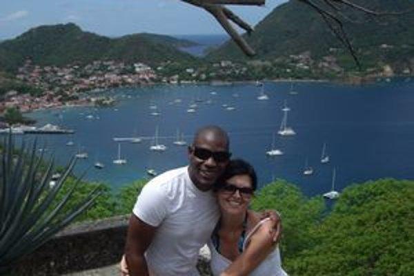 Zuzana s priateľom Freddym je na Guadeloupe šťastná.
