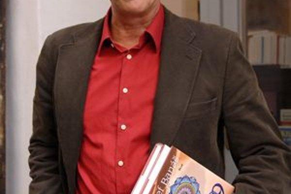 Jozef Banáš bude prednášať aj o knihe Kód 9.