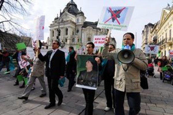 Arabská komunita v Košiciach na Hlavnej ulici uskutočnila protestný pochod proti vojne v Líbyi.