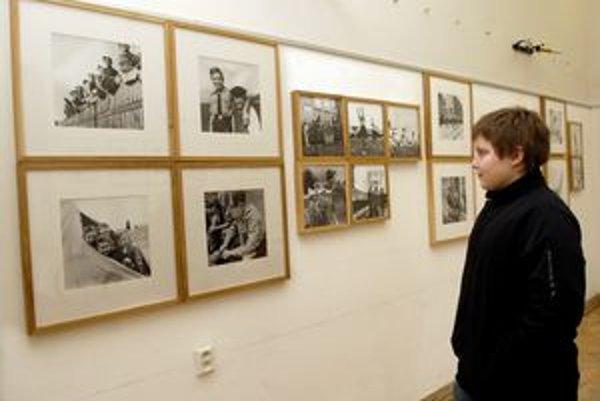 Návrat do minulosti. Výstava vo FotoGalérii NOVA prináša oficiálne fotografie Slovenského štátu.
