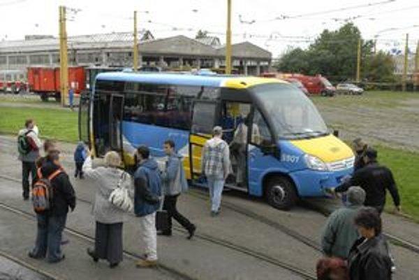 Midibus. Prvý predstavili verejnosti v DPMK minulý rok.