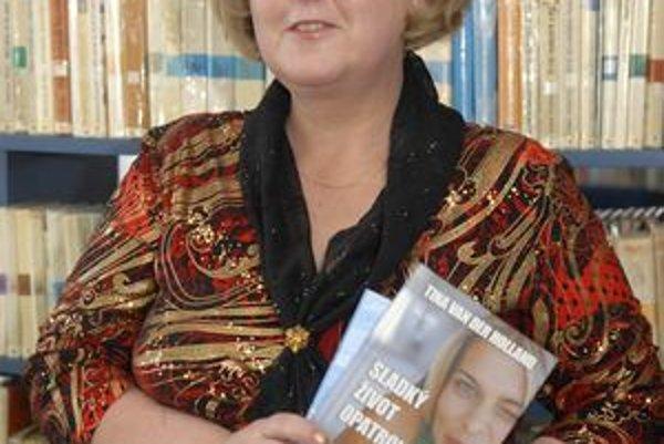 Tina Van der Holland. Pokrstila druhú knihu.