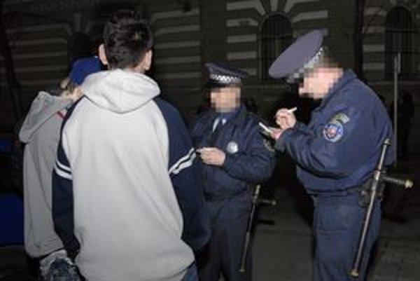 Pokutujú mladých. Mestskí policajti tvrdia, že na KVP robia, čo môžu. Na stanici KVP je ich len 11.