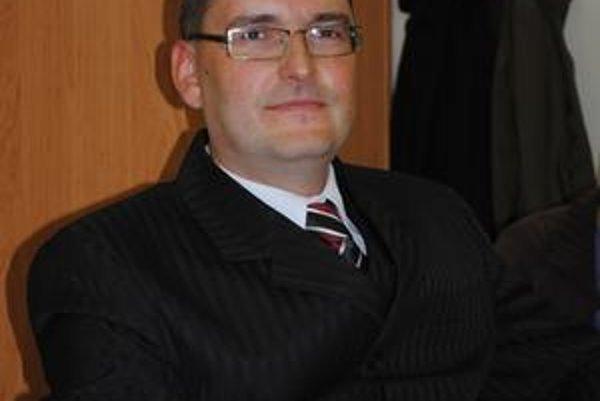 Nový miestny poslanec Peter Šafranko. Kandidoval za dnes už neexistujúcu politickú stranu ANO v koalícii so stranou Smer-SD. Poslaneckú funkciu na pár týždňov však ako nedostatok nevníma.