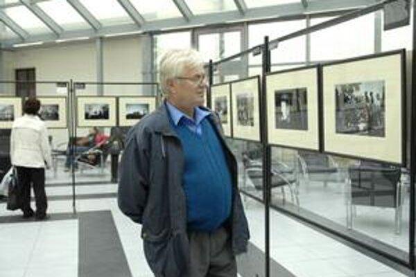 Výstava fotografií A. Hyžu. Nájdete ju v átriu Teologickej fakulty.