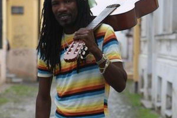 Kubánsky hudobník Rolide Estobar Carbonell