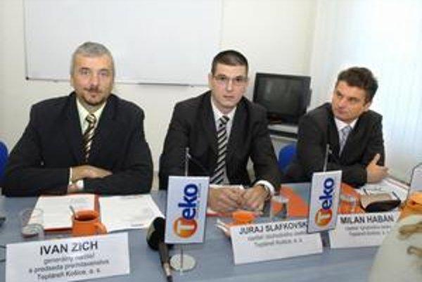 Nové vedenie TEKO. Zľava generálny riaditeľ Ivan Zich, obchodný riaditeľ Juraj Slafkovský a výrobný riaditeľ Milan Habán.