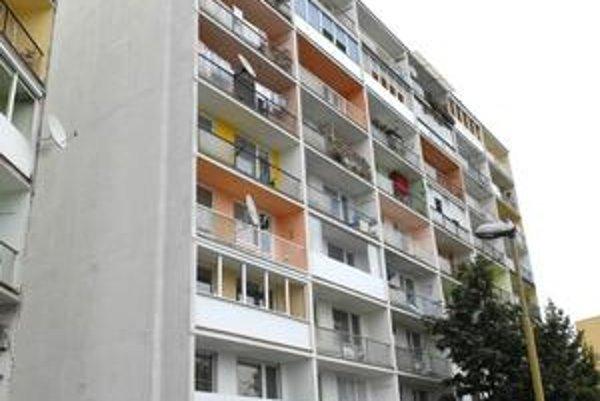 Byty na Buzuluckej. Dražba jedného z nich v roku 2007 mala dohru. Podľa súdu syn vlastníka napadol znalca, ktorý nehnuteľnosť  ohodnocoval.