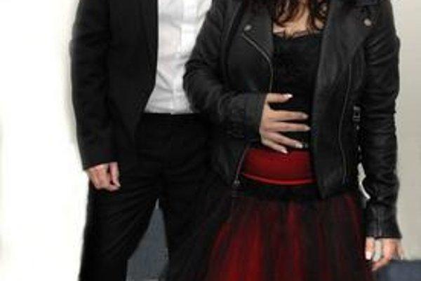 Meky po prvýkrát zobral na turné svoju dcéru Lindu, ktorá nahradila speváčku Martu.