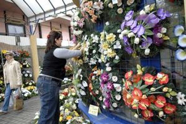 V kvetinárstvach idú tohto roku na dračku krikľavé kvetiny.