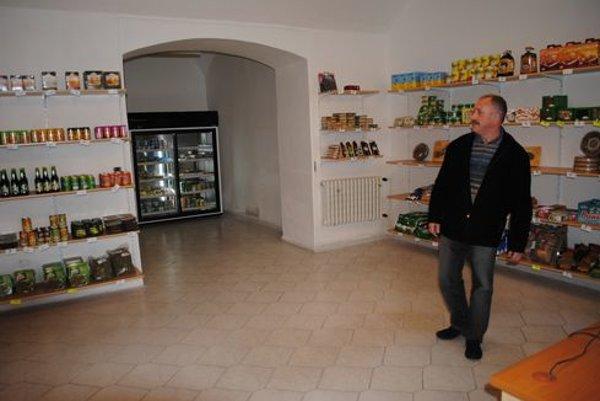 Malý výklenok vzadu v predajni. Vďaka nemu môžu kúpiť vlastníci Hlavnej 82 celý byt na Mäsiarskej 39 mimo dražby.