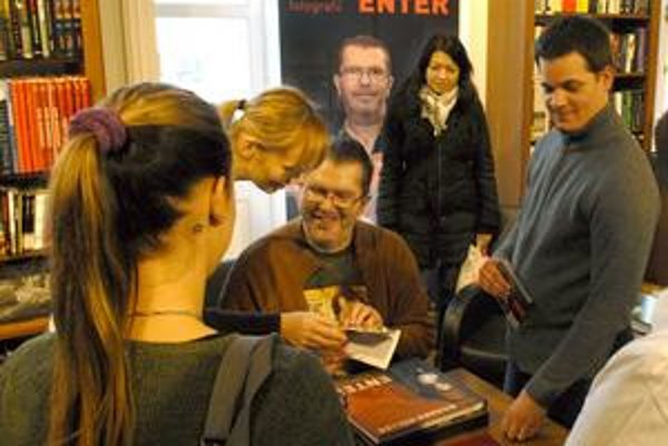 Rišo Müller v kníhkupectve Panta Rhei predstavil svoju knihu s názvom Enter.
