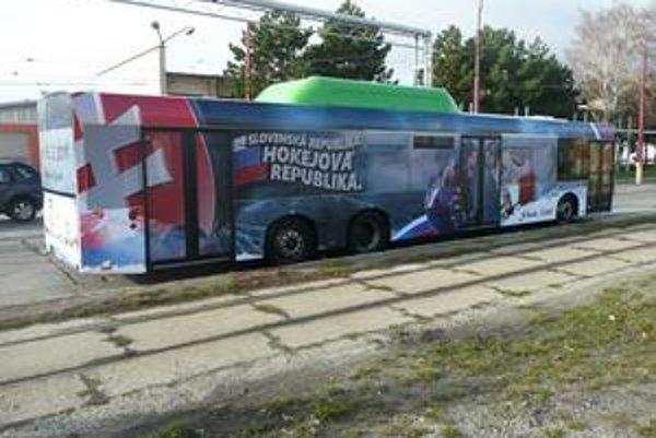 Hokejový autobus už brázdi ulicami Bratislavy. Čoskoro bude aj v Košiciach.