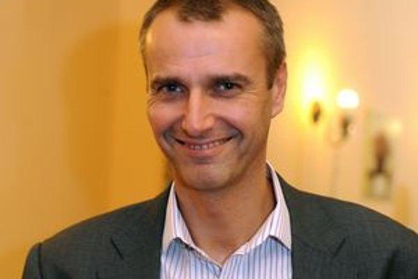 Richard Raši je Košičan, ktorý sa dokázal presadiť vo veľkej politike. Teraz sa poslanec Národnej rady vracia aj na komunálnu úroveň. Vo volebnú noc oslavoval.
