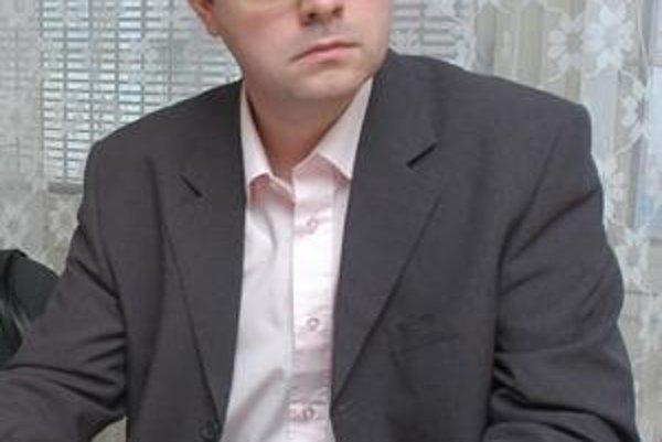 Jozef Andrejčák (Smer). Zo zastupujúceho je už riadny starosta.
