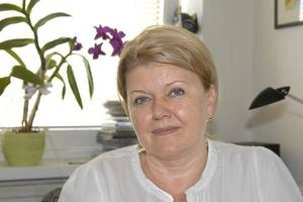 Eva Děkanovská. Konzulský patent si prevzala z rúk srbského veľvyslanca na Slovensku Danka Prokica.