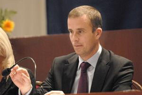 Viceprimátor Ladislav Lazár (SMER-SD). Je aj poslancom Národnej rady i župy. Žiadneho postu sa vzdať zatiaľ nemieni. Tvrdí, že je to o zadelení si času.