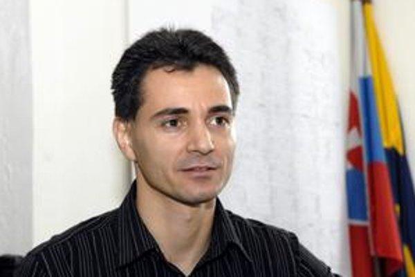 Jozef Karabín. Starosta povedie Pereš druhé volebné obdobie.