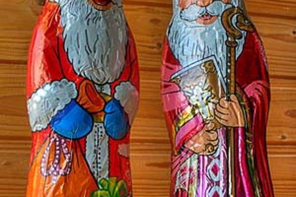 Santa Claus a Svätý Mikuláš bok po boku.