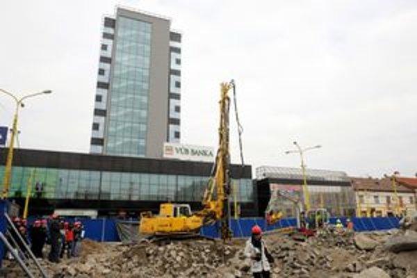 Na košickom Námestí osloboditeľov sa začali stavebné práce na Auparku.