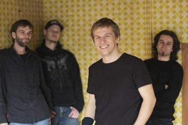 Dilemma Košičania absolvujú koncerty na východe s maďarským hosťom Healo.