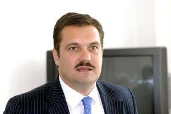 Poslanec NR SR Viliam Novotný si želá, aby sa pravica spojila.