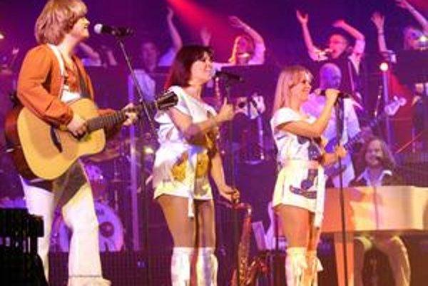 Remake. Hity kultovej kapely ABBA ožili vďaka jej imitátorom.