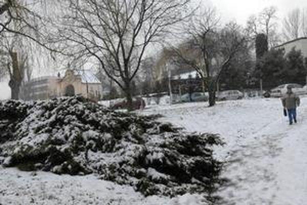 Marcový sneh. Včera poriadne prekvapil Košičanov.