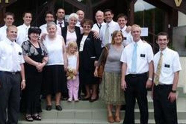 Niekoľko z košických Mormonov a misionárov.