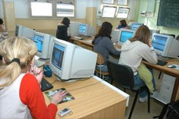 Mobilné telefóny. Musia byť vypnuté do konca vyučovania.