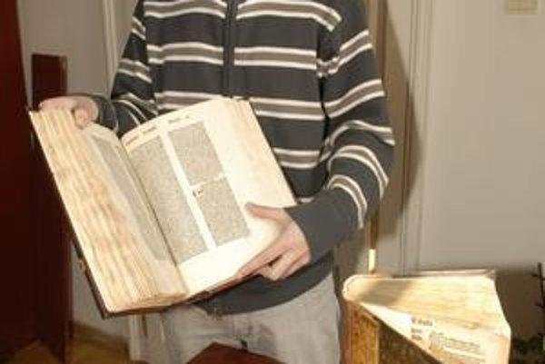 Inkunábuly. Bibliograf Peter Anna s najvzácnejšími exponátmi knižnice.