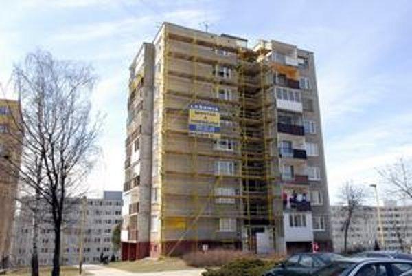 Náklady na bývanie znižuje zatepľovanie bytových domov.