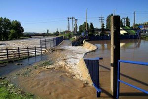 Veľká voda obrala Košičanov o teplú vodu a časť mesta aj o elektrinu.