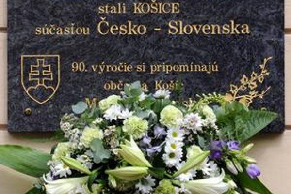 Pamätná tabuľa pri príležitosti 90. výročia začlenenia Košíc do Česko-Slovenskej republiky.