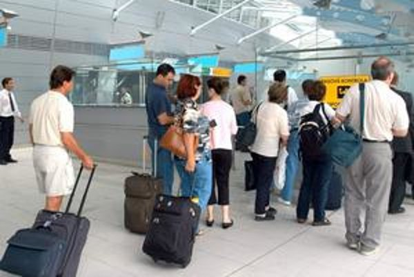 Stáva sa, že cestujúci majú na checkinoch problémy.