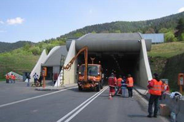 Tunel. Často sa v ňom konajú Dni otvorených dverí pre verejnosť.