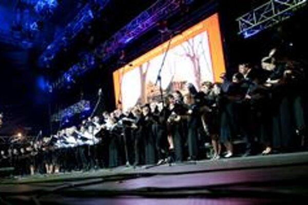 120 speváckych talentov. Divákov zmagnetizovali Rachmaninovými Nešporami.