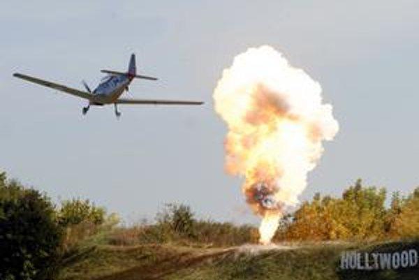Bombardovanie. Aeroklubácky Hollywood dostal zabrať.