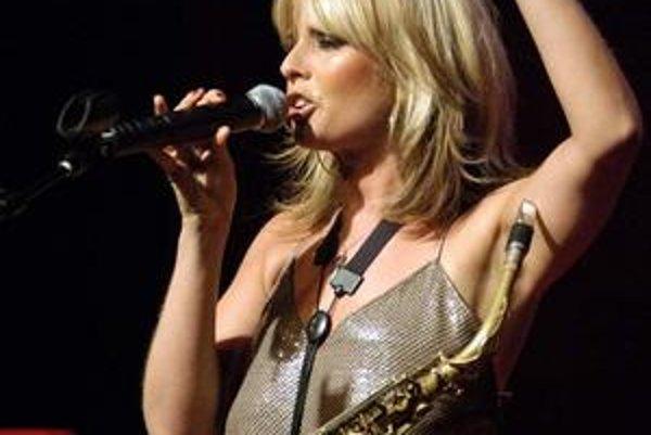 Pastvou pre uši, ale aj oči bude minimálne vystúpenie holandskej saxofonistky Candy Dulfer.