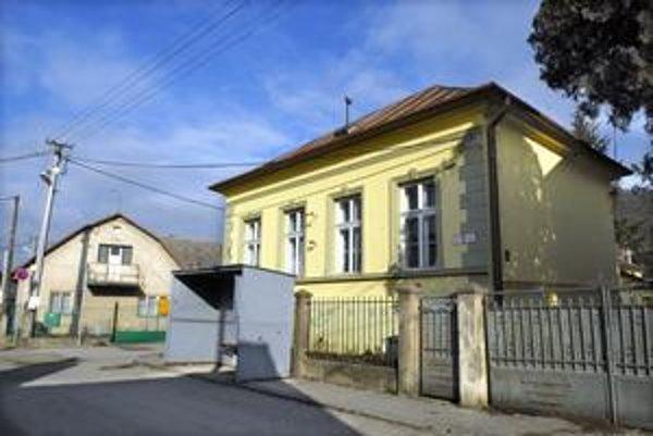 Spoločenský dom. Nevyužívaný školský objekt vo Vyšnom Opátskom bude slúžiť všetkým.