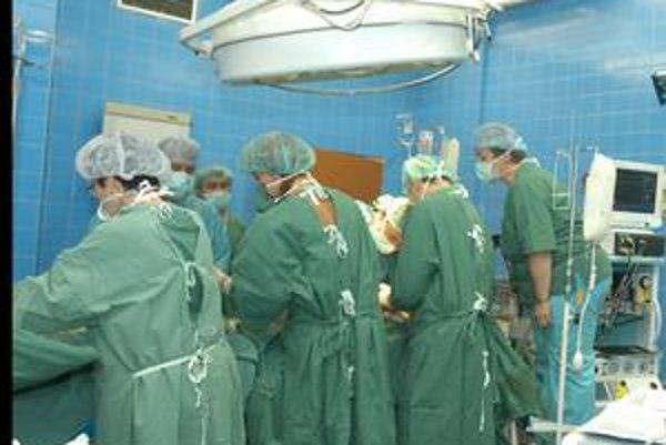 Operácia srdca. Uspať pacientov, ktorí sa podrobujú náročným zákrokom v kardioústave, pomáha špeciálny plyn xenón.