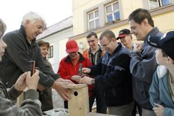 Neskrývané nadšenie. Miroslav Fulín z múzea mal radosť, že si chlapci neklepli po prstoch.