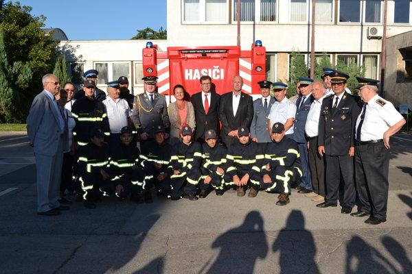 Dobrovoľný hasičský zbor v Lučenci s novým Ivecom.