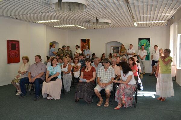 Na vernisáž prišli desiatky nadšencov umenia z Novohradu i susedného Maďarska.